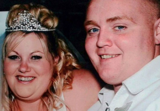 Couple lose 14 stone and redo wedding