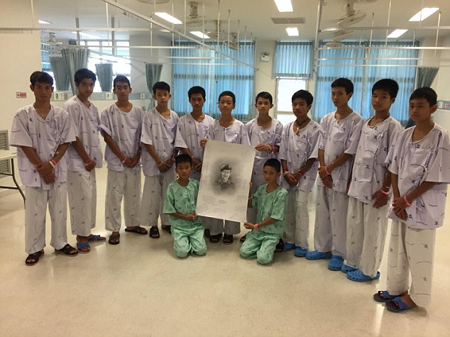 Thai Cave Boys Cry As They Pay Respects To Ex Navy Seal Who Died In Rescue 4E4375AD00000578 0 image a 5 1531640124460