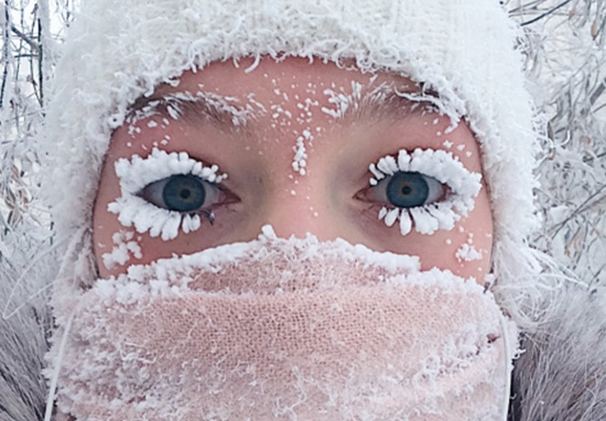 Frozen eyelash girl is back with a new selfie