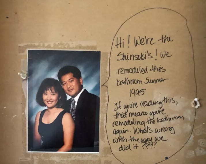 Couple Find Note Hidden Inside Bathroom Walls While Redecorating Message in the wall 1