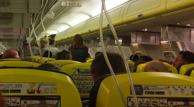 ryanair flight emergency landing