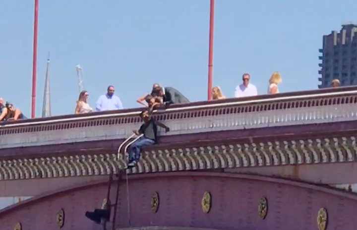 Suicidal man on Blackfriars bridge