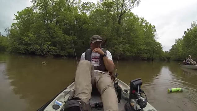 Guy Gets Surprised By Alligator While Fishing On A Kayak fish alligator 2