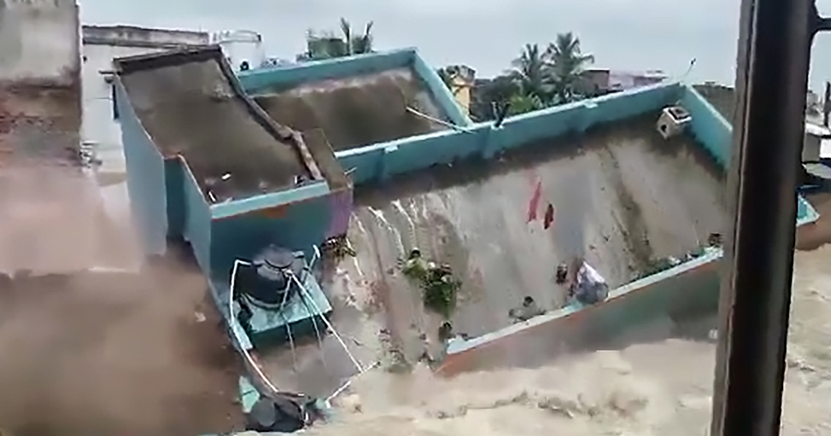 Massive House Collapses Into Canal After Huge Flood Building collapse thumb