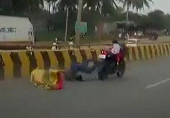 5 year old clings to motorbike after parents are thrown off