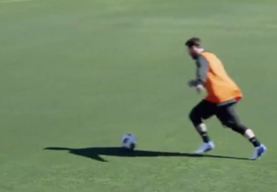 Messi nutmegs reporter