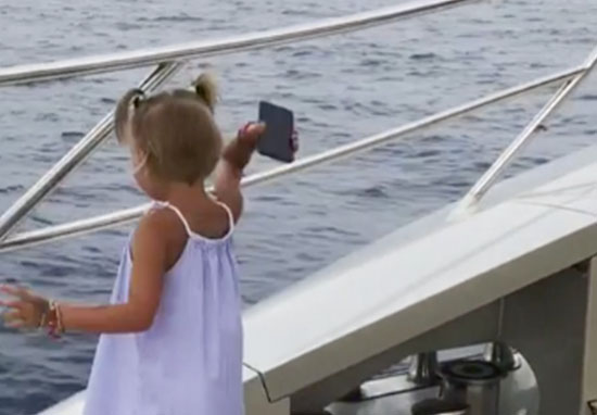 Girl throws dad's phone into sea