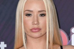 Iggy Azalea accuses Eminem of having 'lazy bars'.