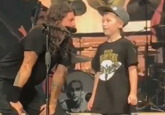10-year-old boy Dave Grohl on stage