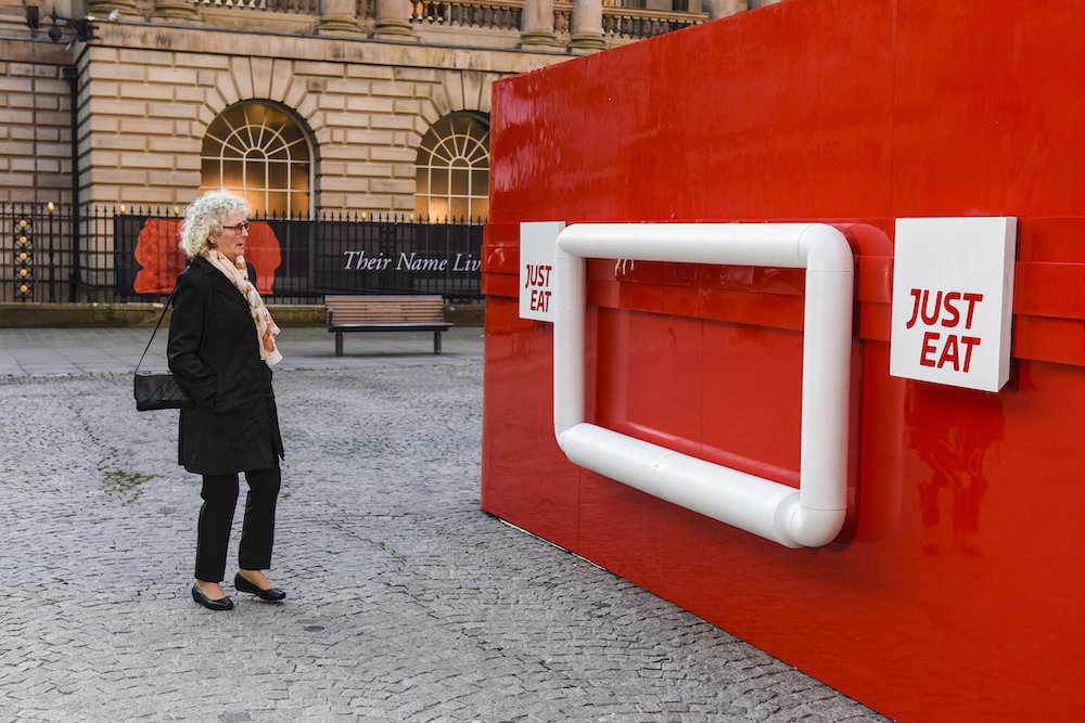 Giant Lunchbox Teaches Brits To Relax Properly Unilad
