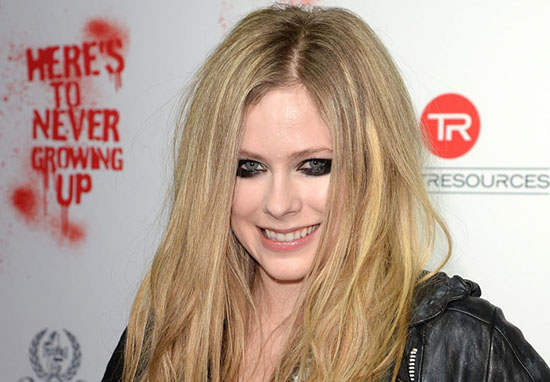 Avril Lavigne smiling