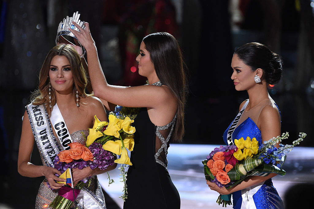 Steve Harvey announces wrong Miss Universe winner