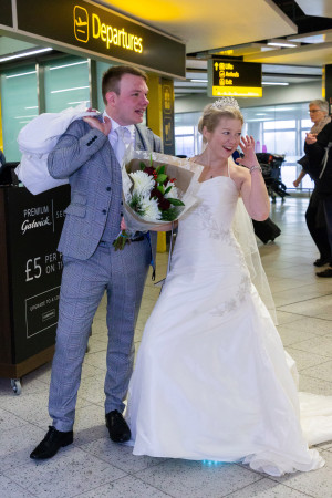 Couple who got married after meeting in airport
