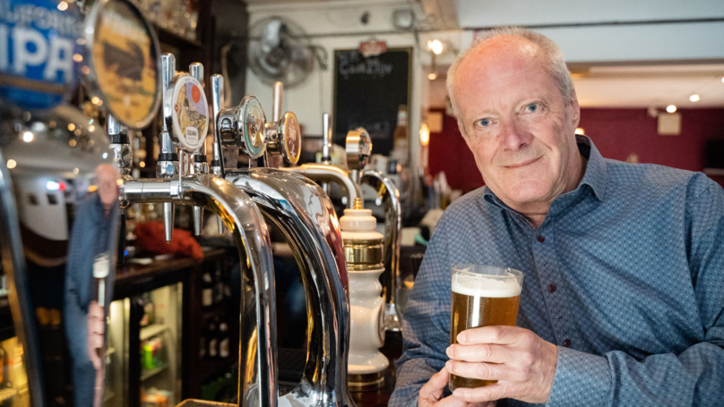 74-year-old Bruce Masters holds record for world's longest pub crawl