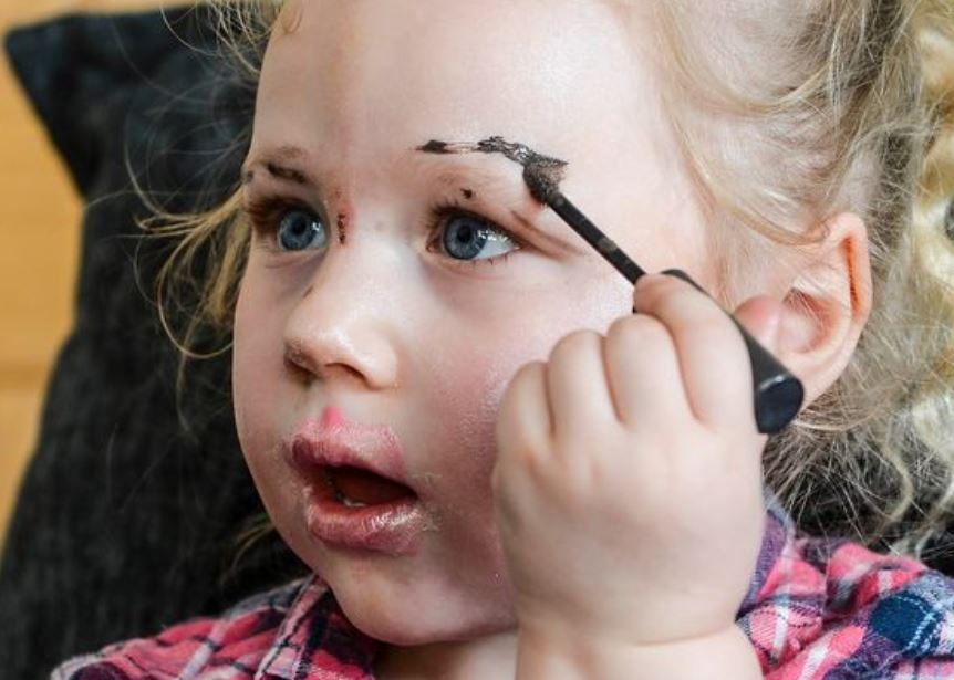 Toddler gives brother TOWIE-style makeover