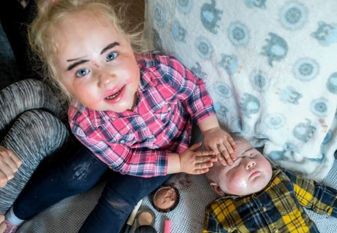 Toddler gives brother towie style makeover