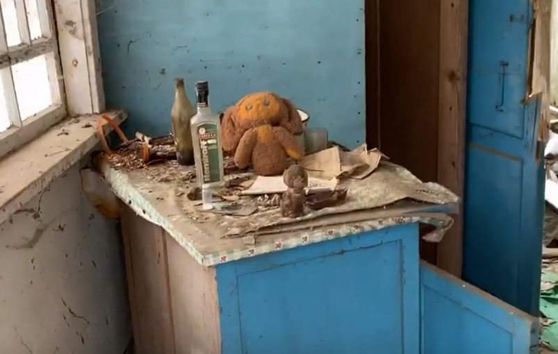 Belongings left behind Recent Chernobyl Photos Show The Site Frozen In Time UNILAD Emerson Maud