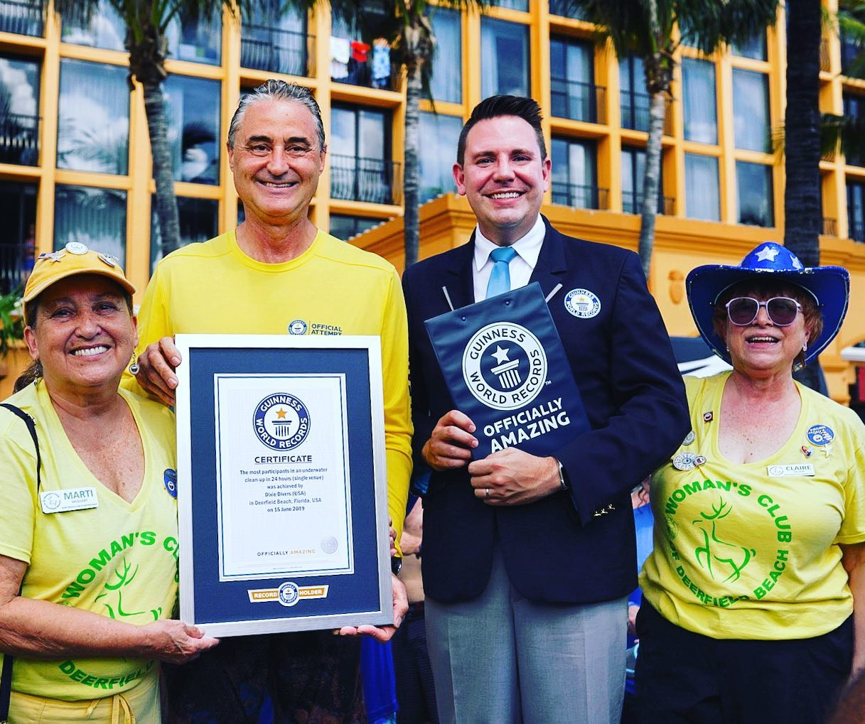 divers receiving guinness world record