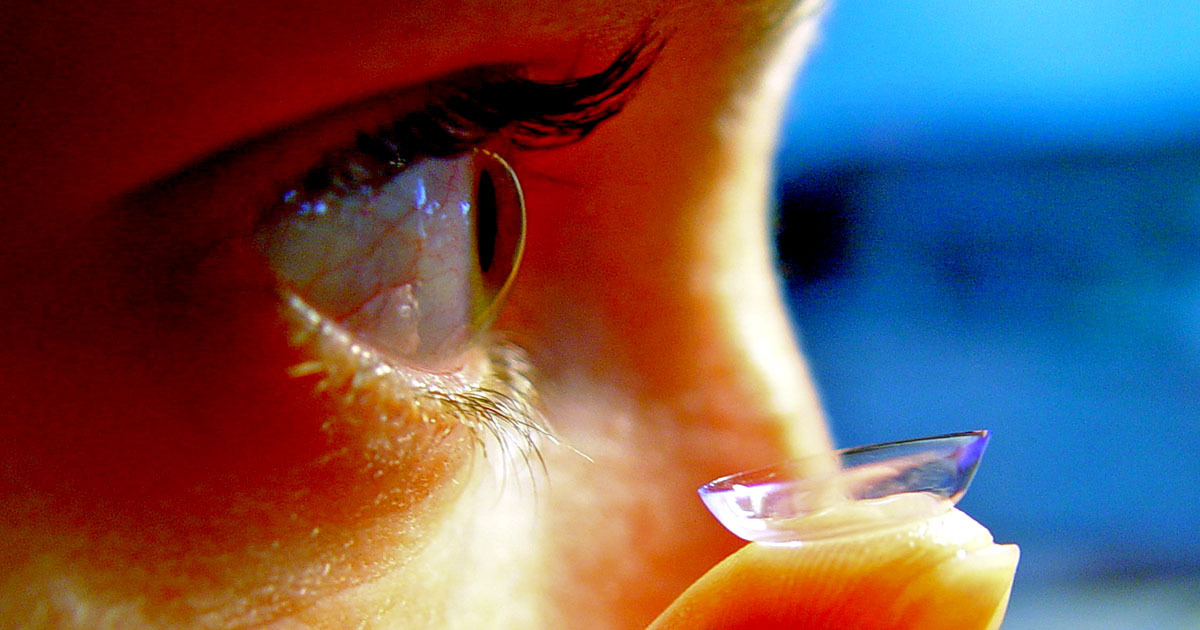 Scientists Create Contact Lenses That Zoom In When You Blink Twice