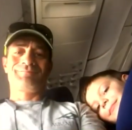 Man Makes Best Friends With Autistic Boy On Flight After Mum Leaves Him $10 And Heartfelt Note