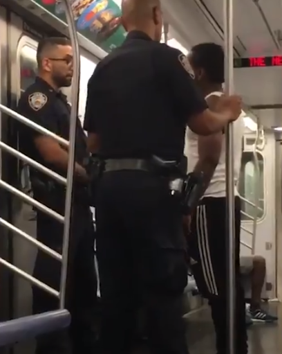 NYPD Cop Harassed On Subway By Angry Passenger Reacts Perfectly