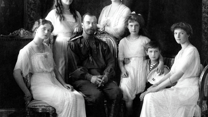 photo of the Romanov family in 1913