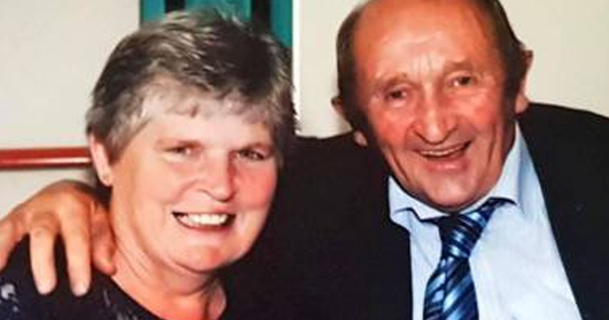 Couple who were married for 32 years die within 40 minutes of each other