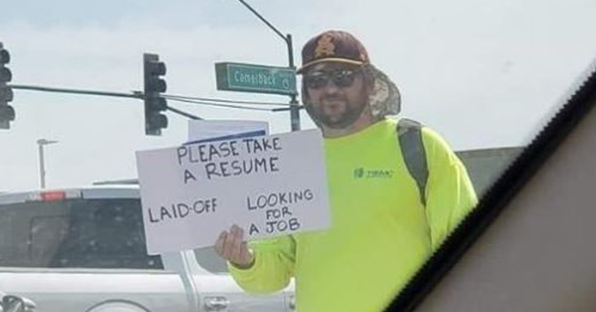 man hands out resume at side of road gets hundreds of job offers