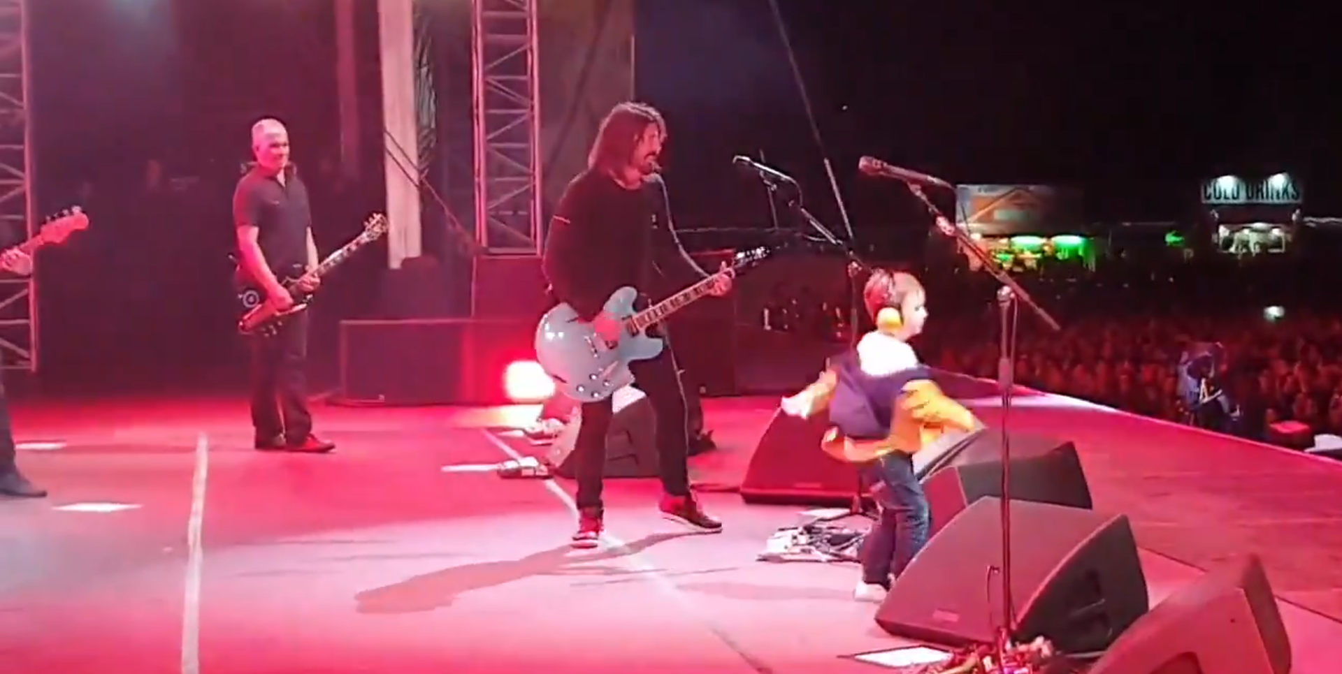 five-year-old taylor onstage with foo fighters