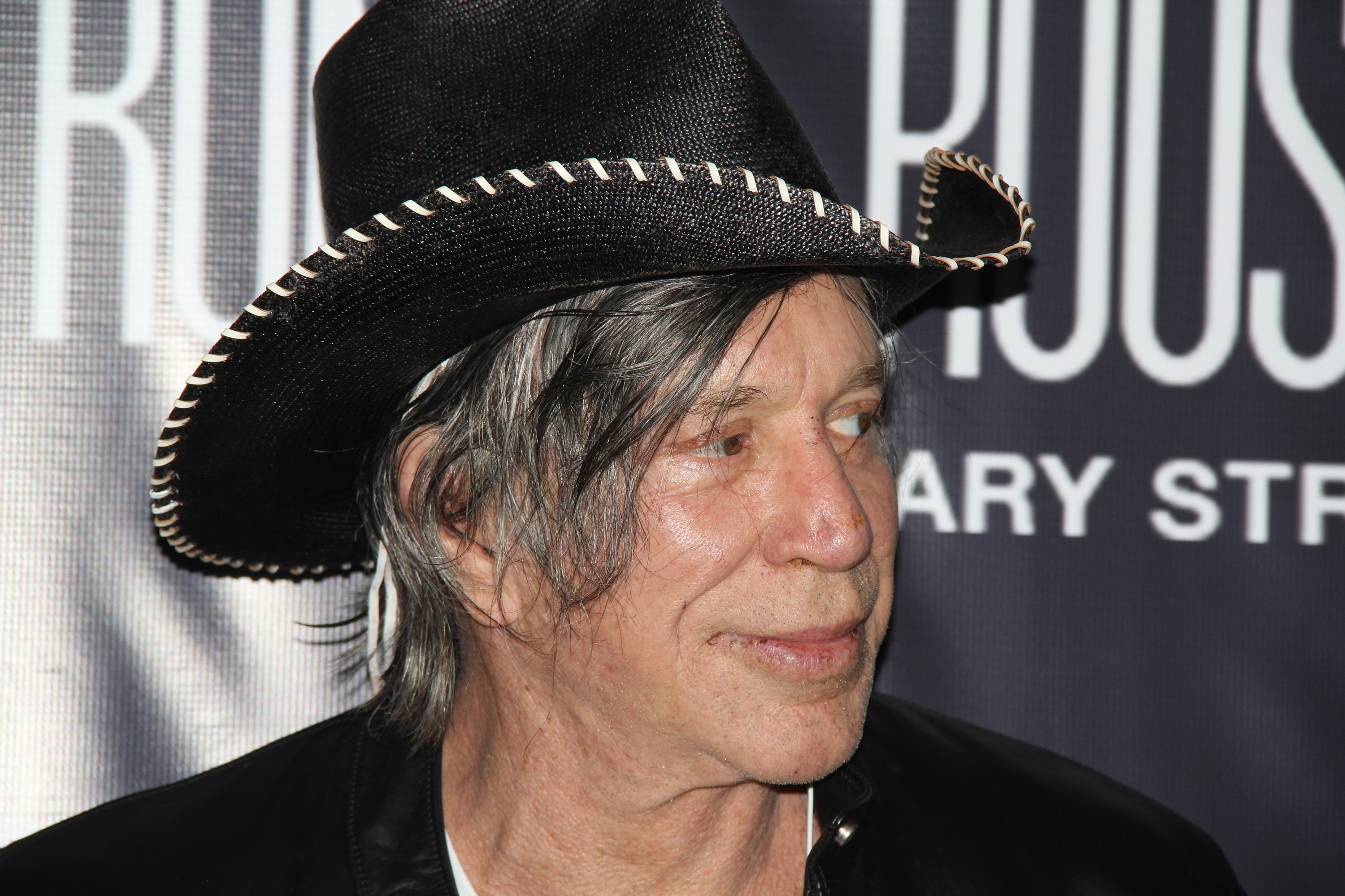 Mickey Rourke Says He's Been In Secret 30-Year Feud With Robert De Niro