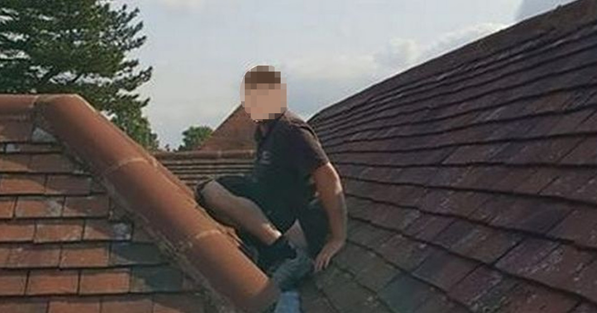 Builder Does Poo On Roof He Was Meant To Be Fixing