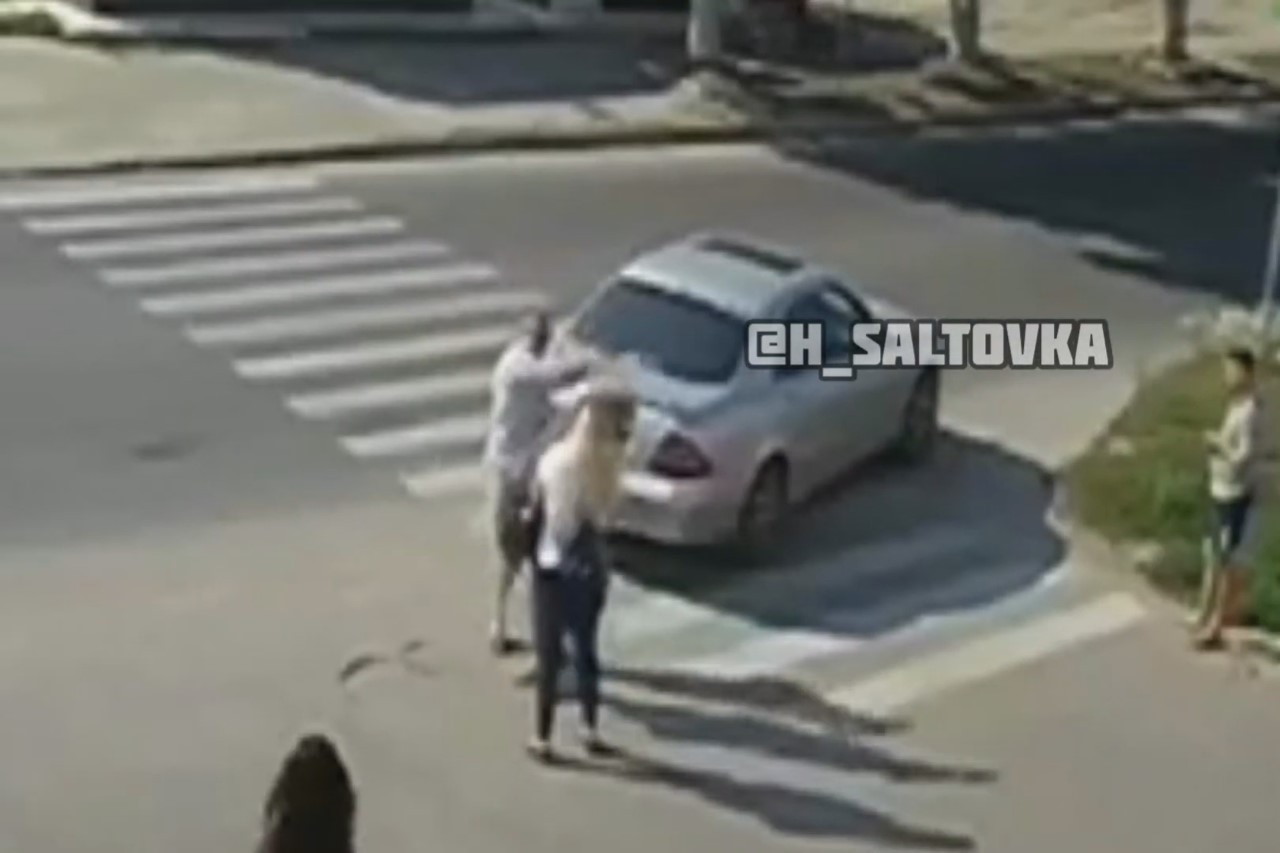 man hits girl road rage
