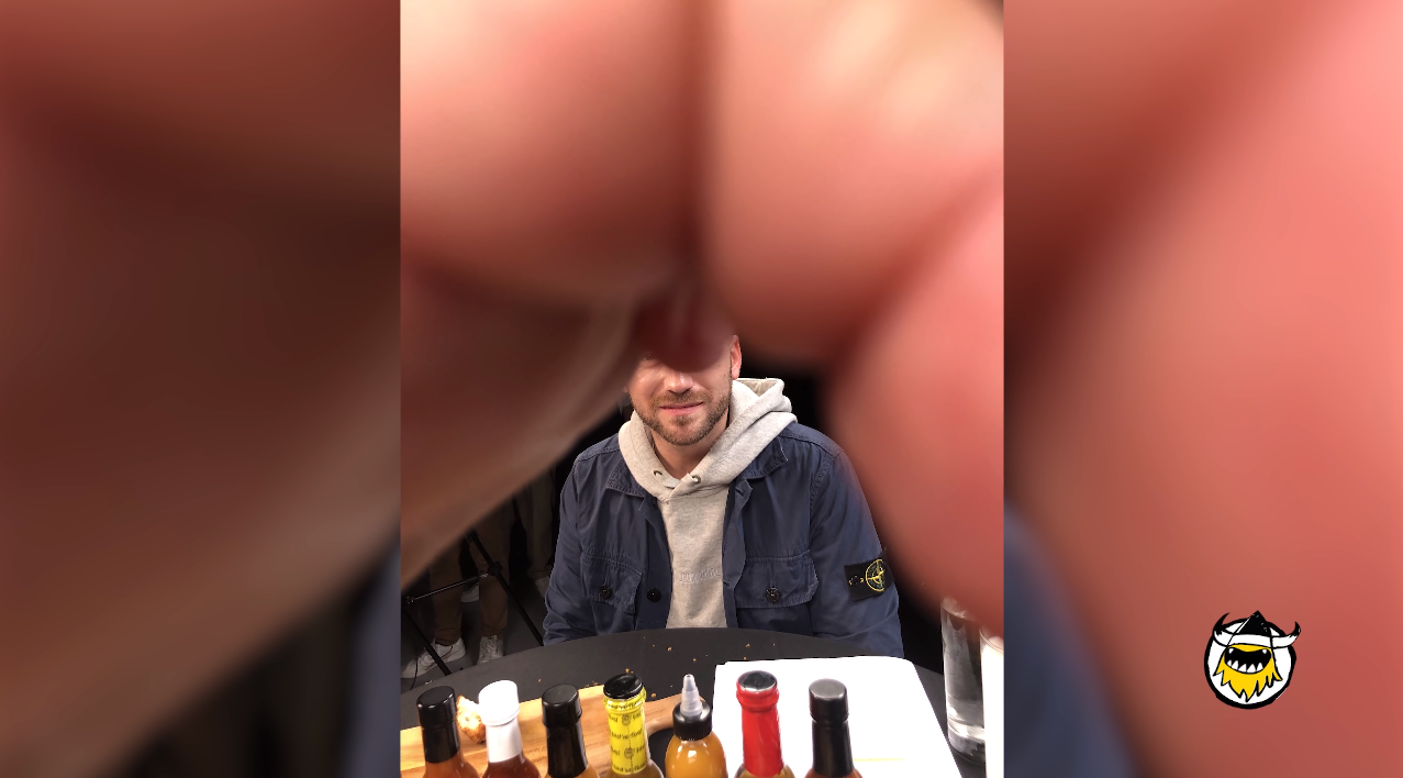 Paul Rudd Phone Trick On Hot Ones 4