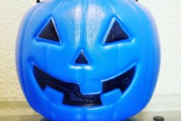 Mum shares blue bucket idea for children trick or treating with autism
