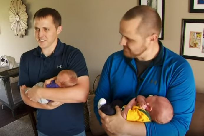 Twin brothers have first sons on same day