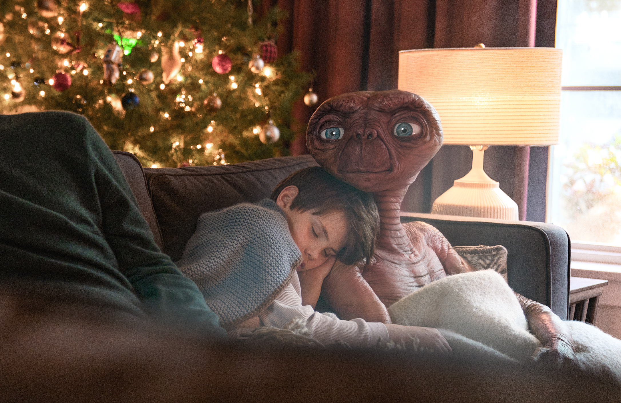 ET And Elliot Reunite In Amazing New Sky Advert