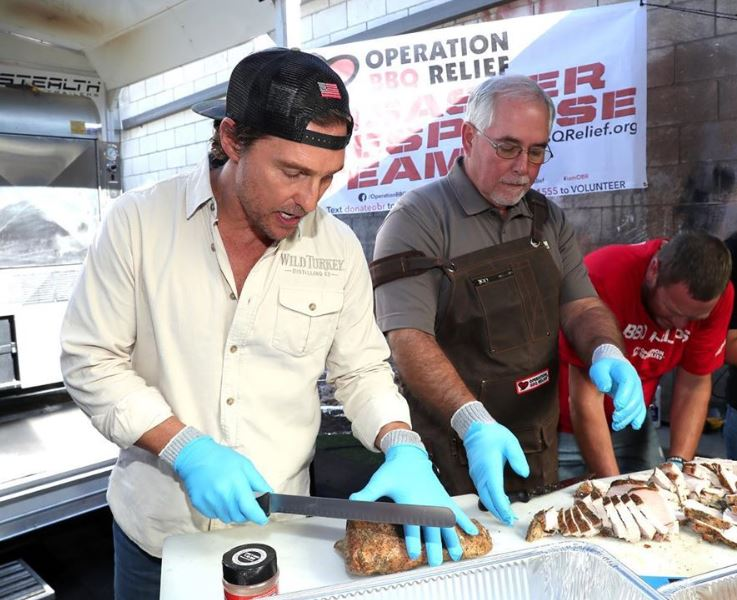 Matthew McConaughey makes meals for California firefighters