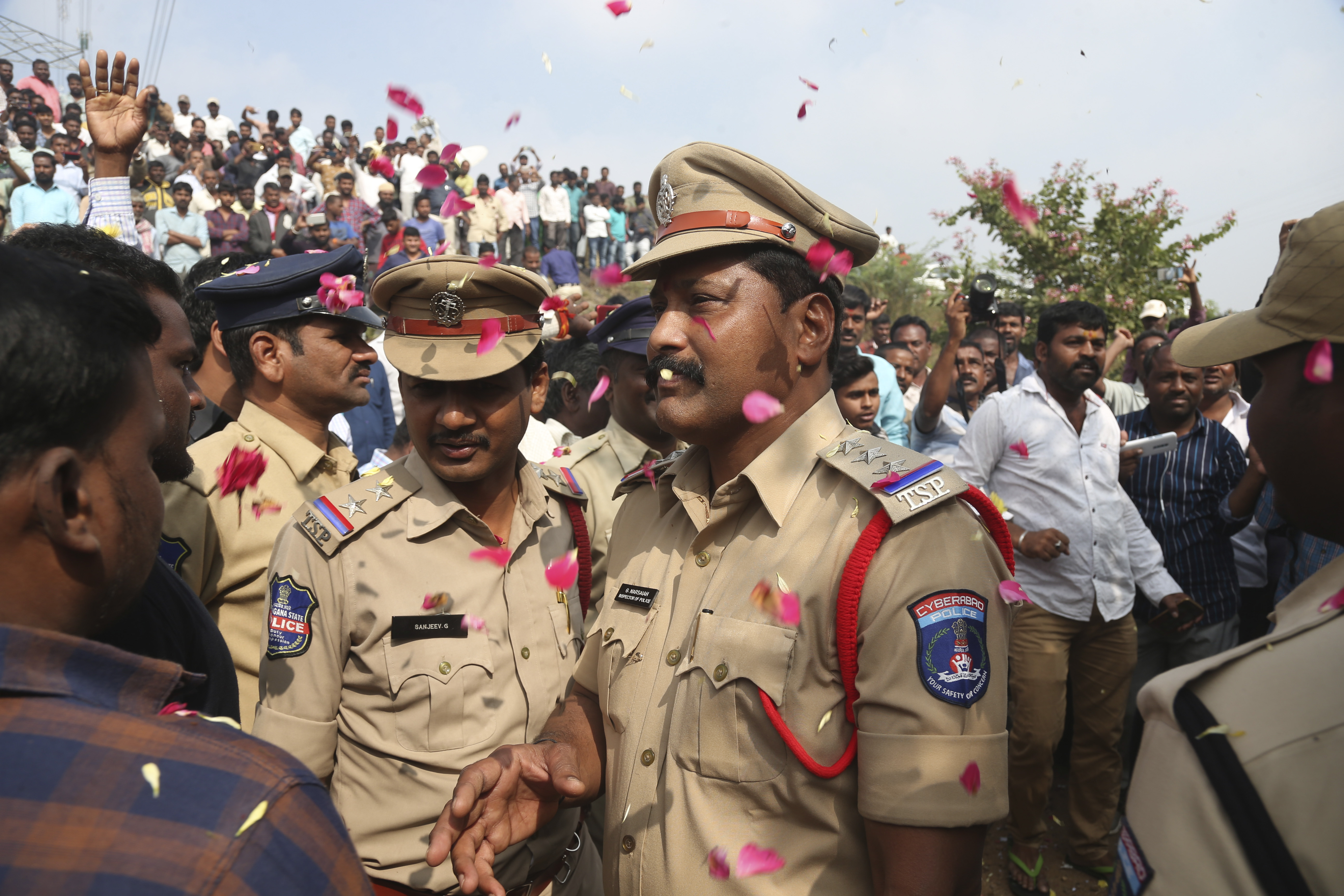 Police showered with flowers after killing men accused of rape and murder