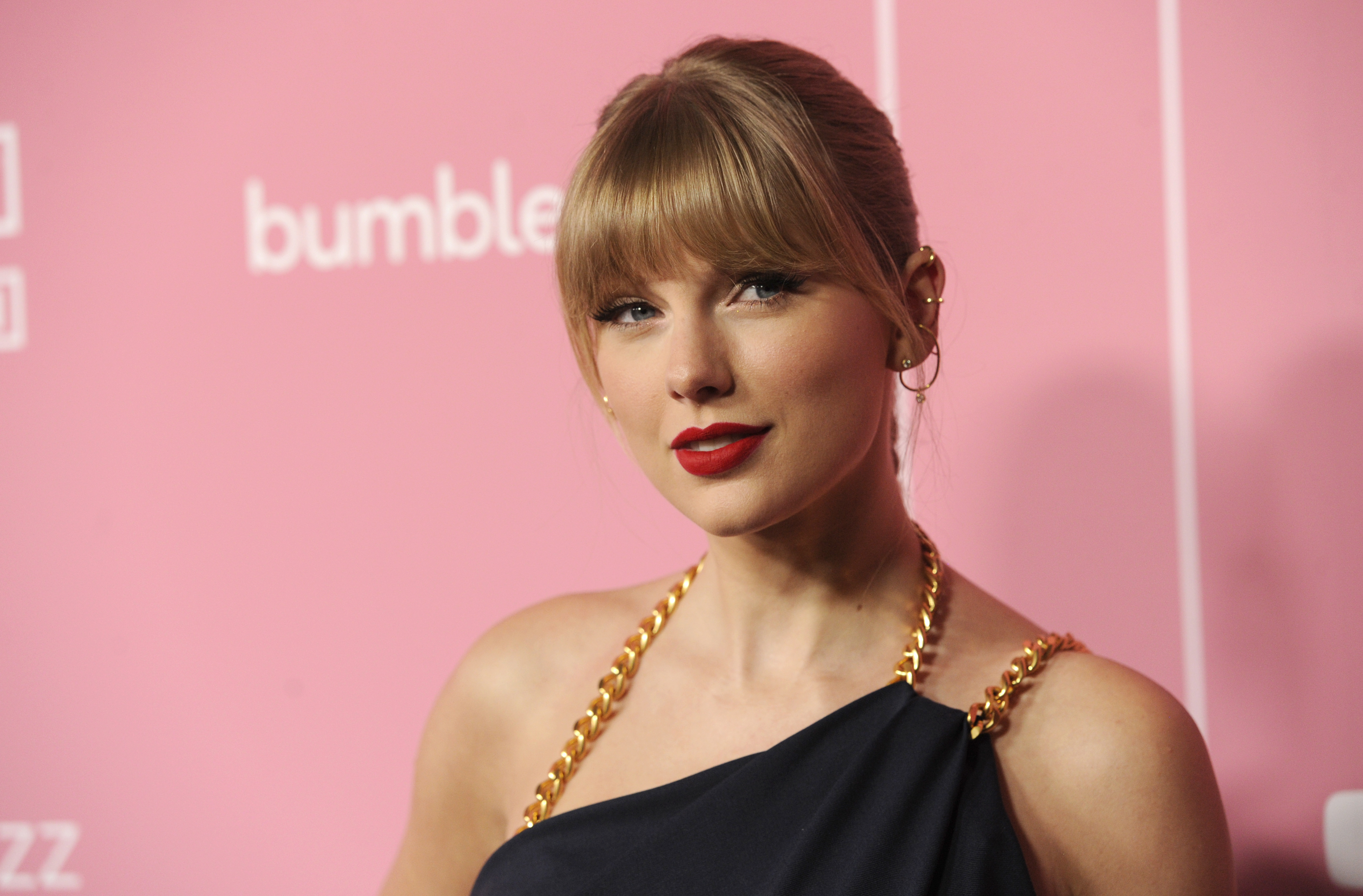Taylor Swift Demands End To 'Toxic Male Privilege' At Woman In Music Awards