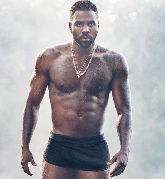 Jason Derulo shows of 'anaconda' in Instagram post
