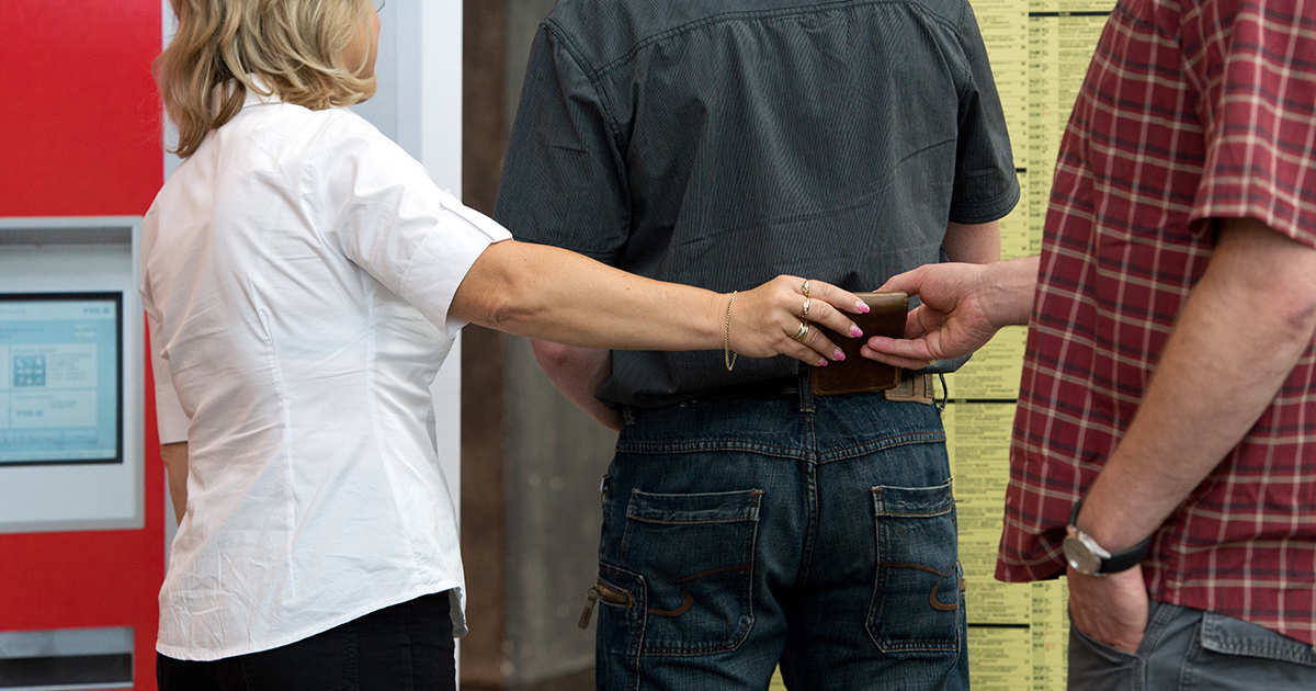 Pickpocket Claims She Makes £250,000 Every Year From UK Shoppers