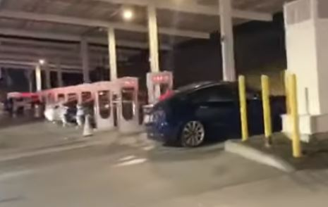 Tesla cars packed into charging station over Thanksgiving weekend