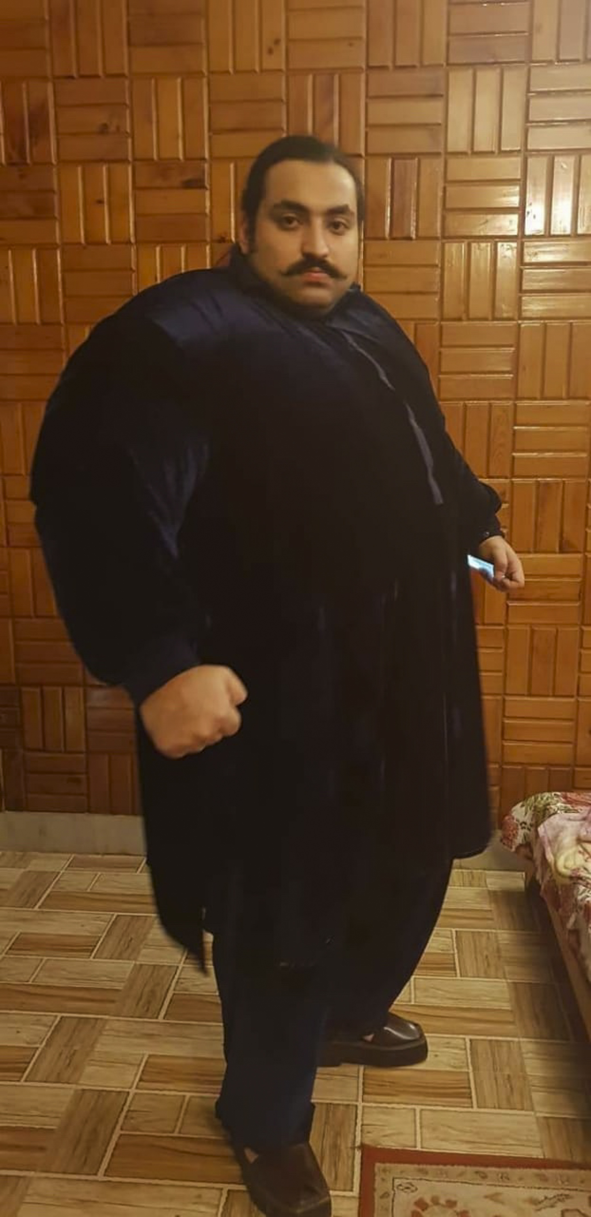 70 stone man wants to find wife 1