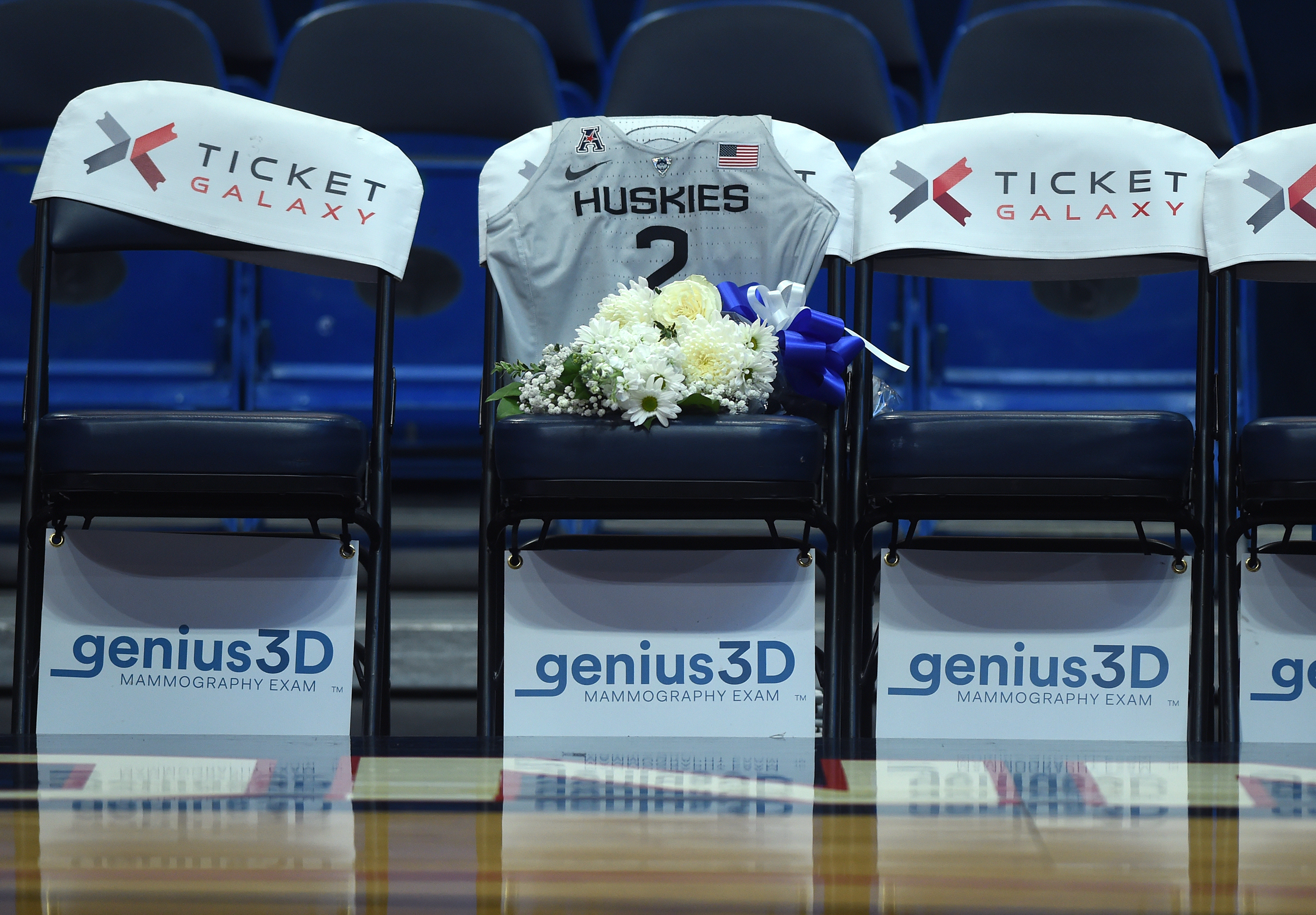 Uconn pay tribute to gianna bryant