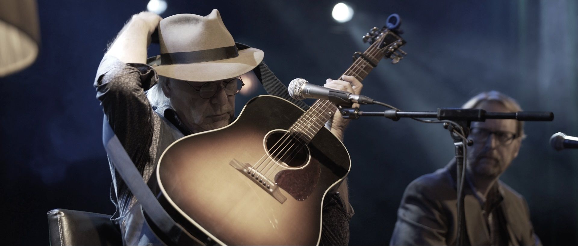 Country Singer David Olney Dies On Stage Mid-Concert After Fan Tried To Revive Him