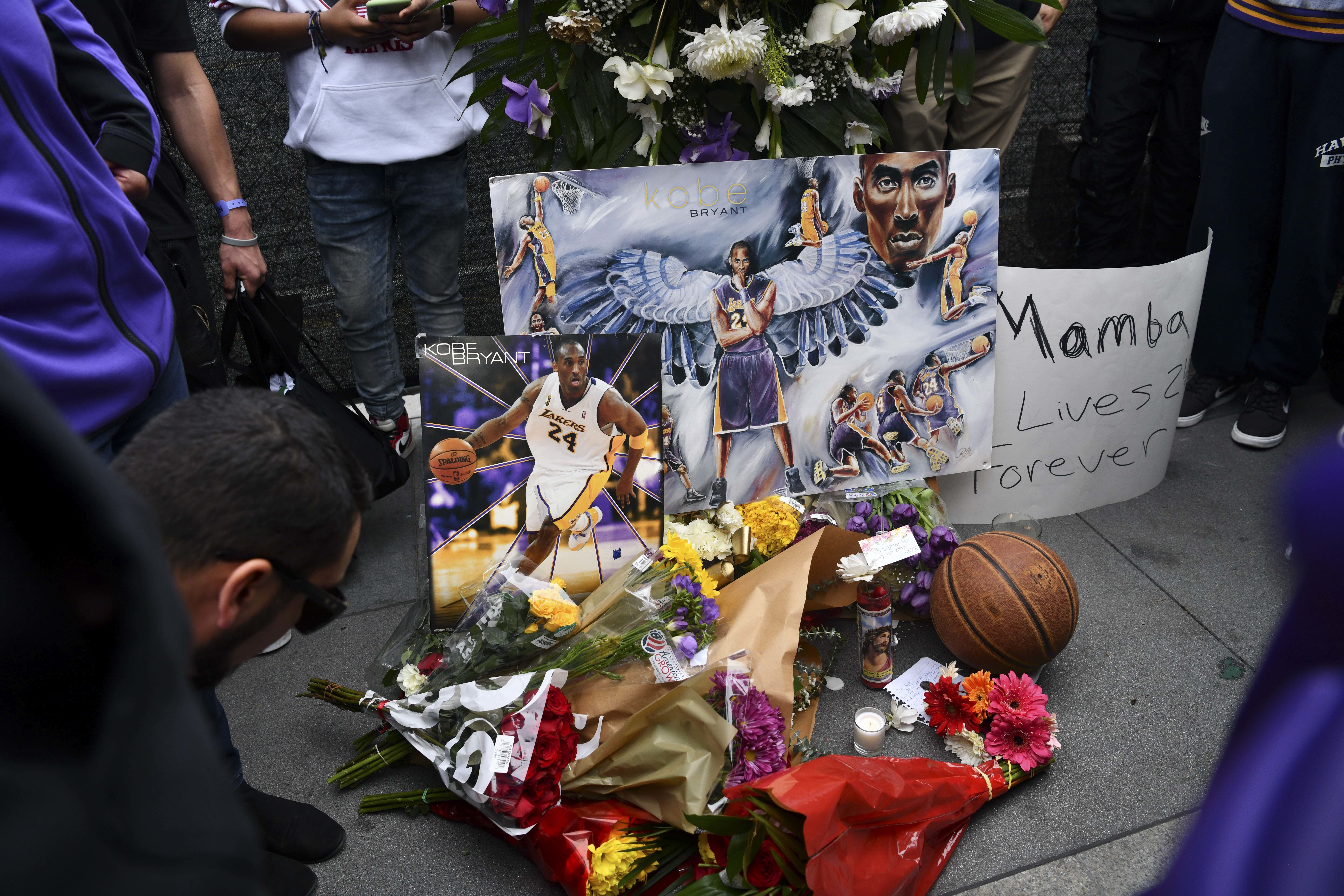 Tributes to Former NBA Star Kobe Bryant Died On A Helicopter Crash