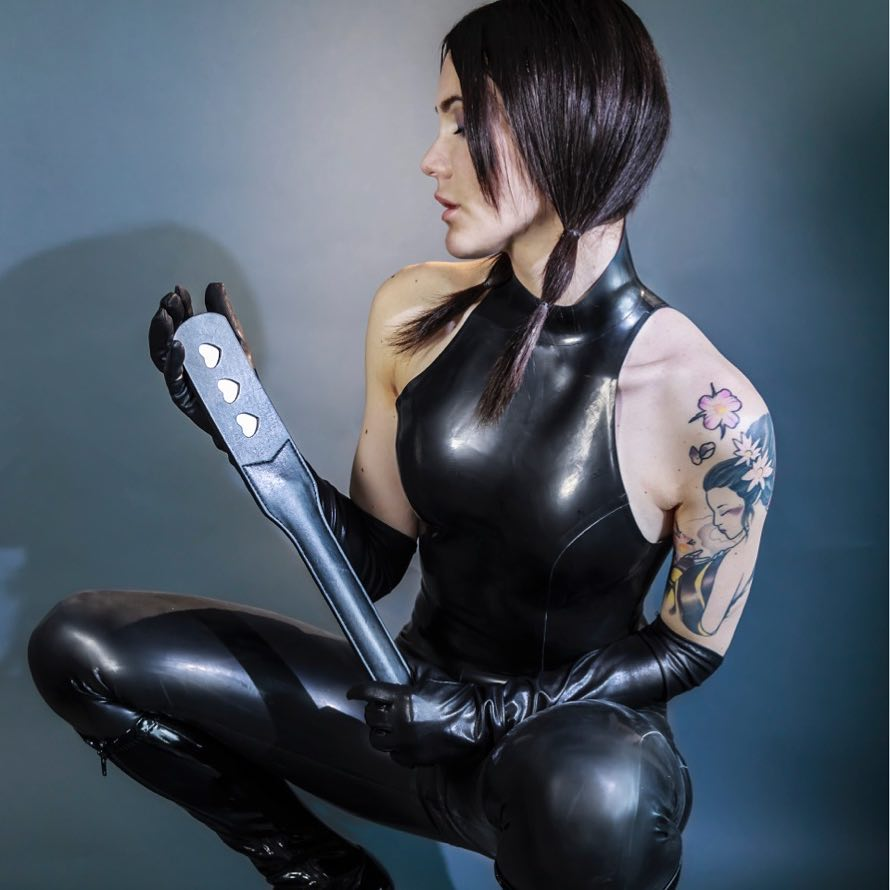 London Dominatrix Gets Paid To Force Men To Clean Her Flat And Worship Her Feet