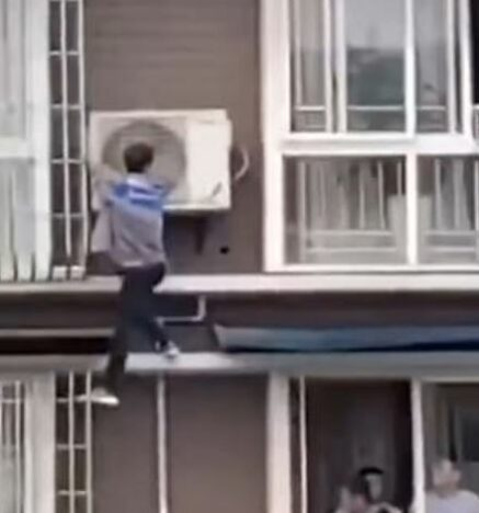 Man saves girl from building