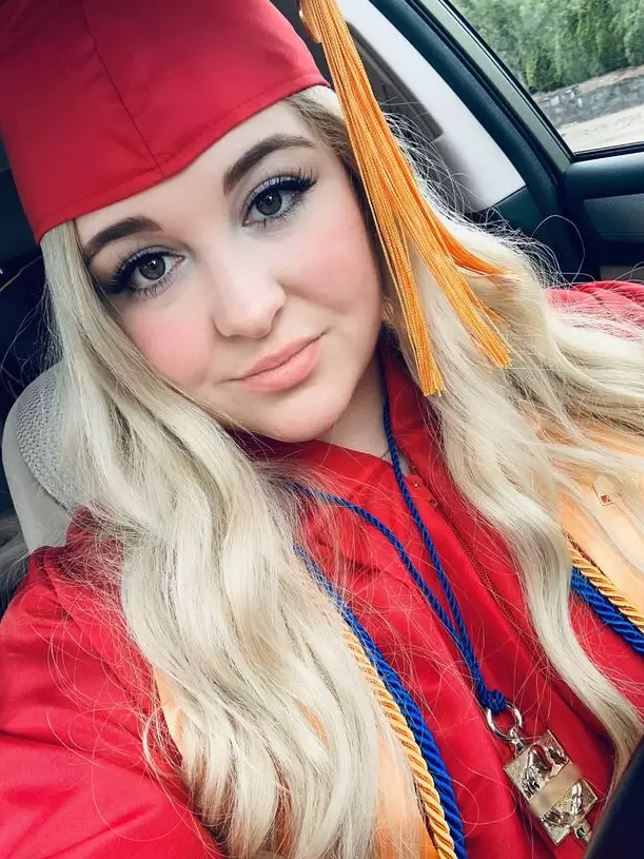 Woman earns who earns nearly £5000 a month selling pictures of her feet in graduation gown