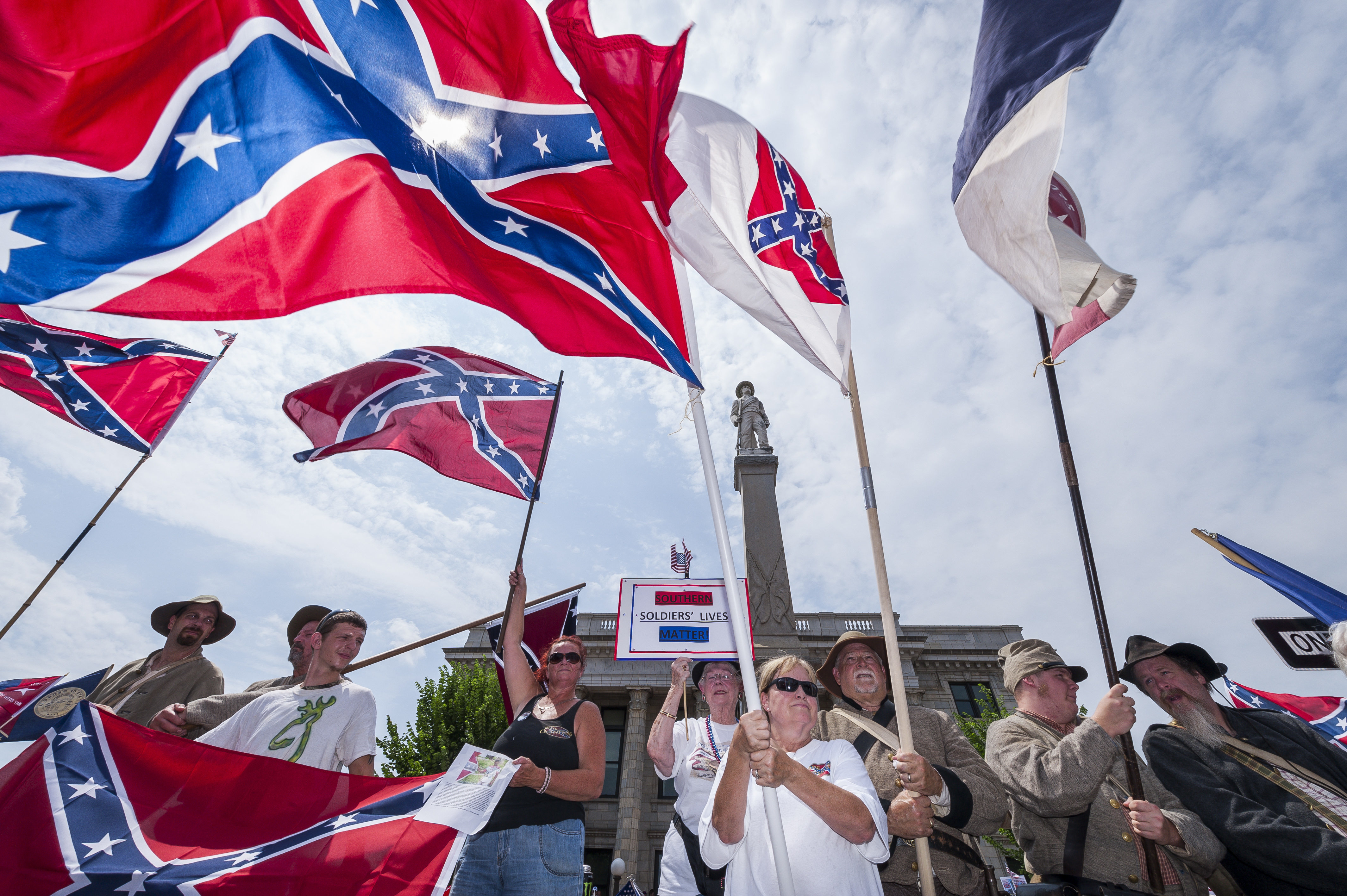 US Navy Moves To Ban Confederate Battle Flag